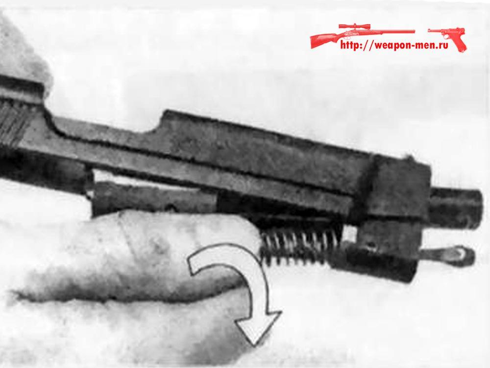 Отсоединение ствола со штоком и возвратной пружиной от затвора
